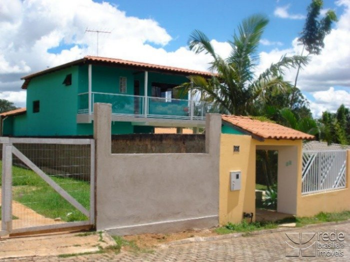 Casa de 5 dormitórios em Guará I, Guará - DF