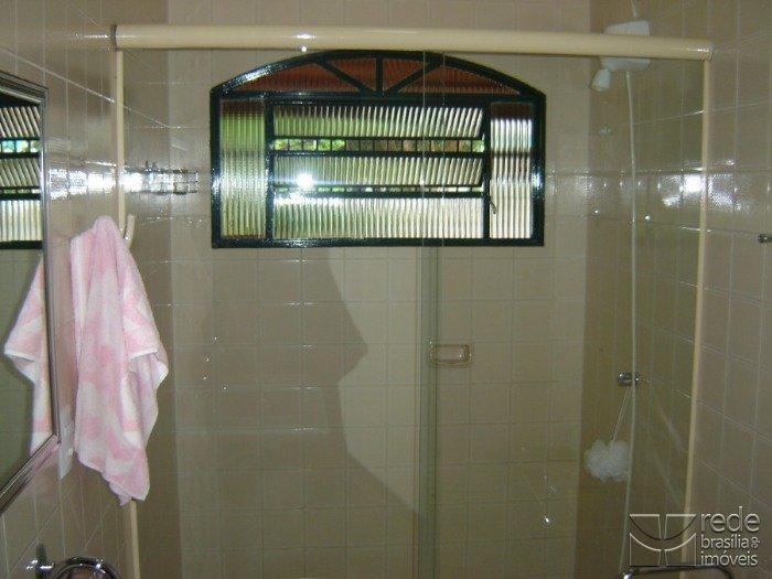 Casa de 6 dormitórios em Guará I, Guará - DF