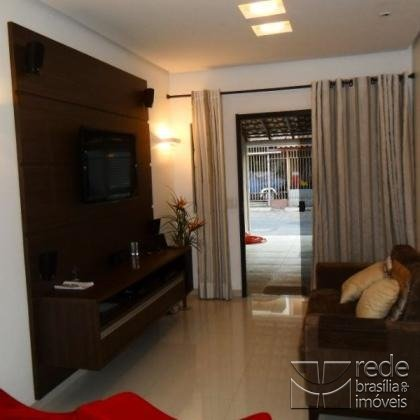 Casa de 2 dormitórios em Guará I, Guará - DF
