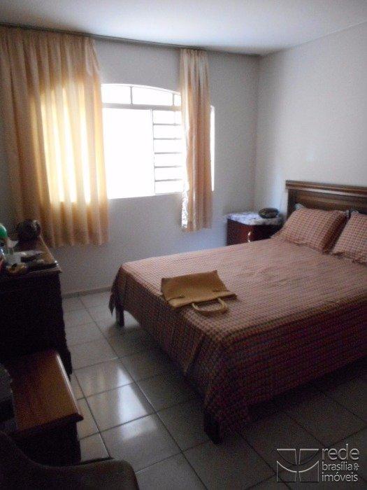 Casa de 7 dormitórios em Guará I, Guará - DF