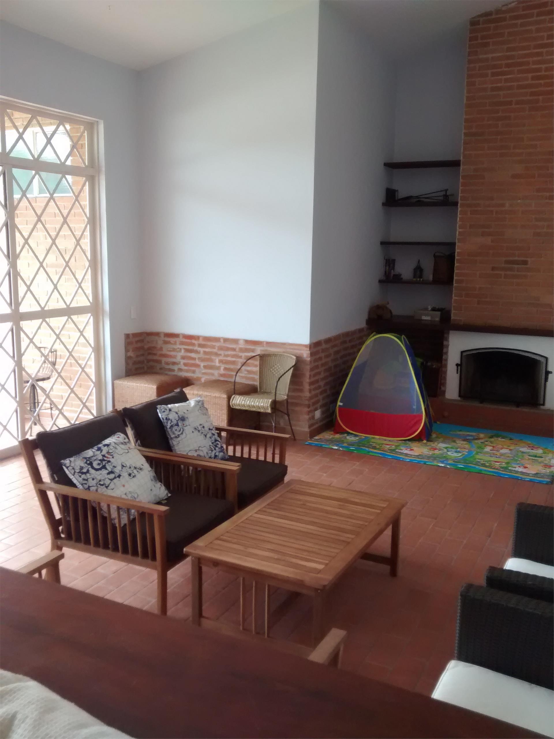Casa / Sobrado à Venda - Granja Viana