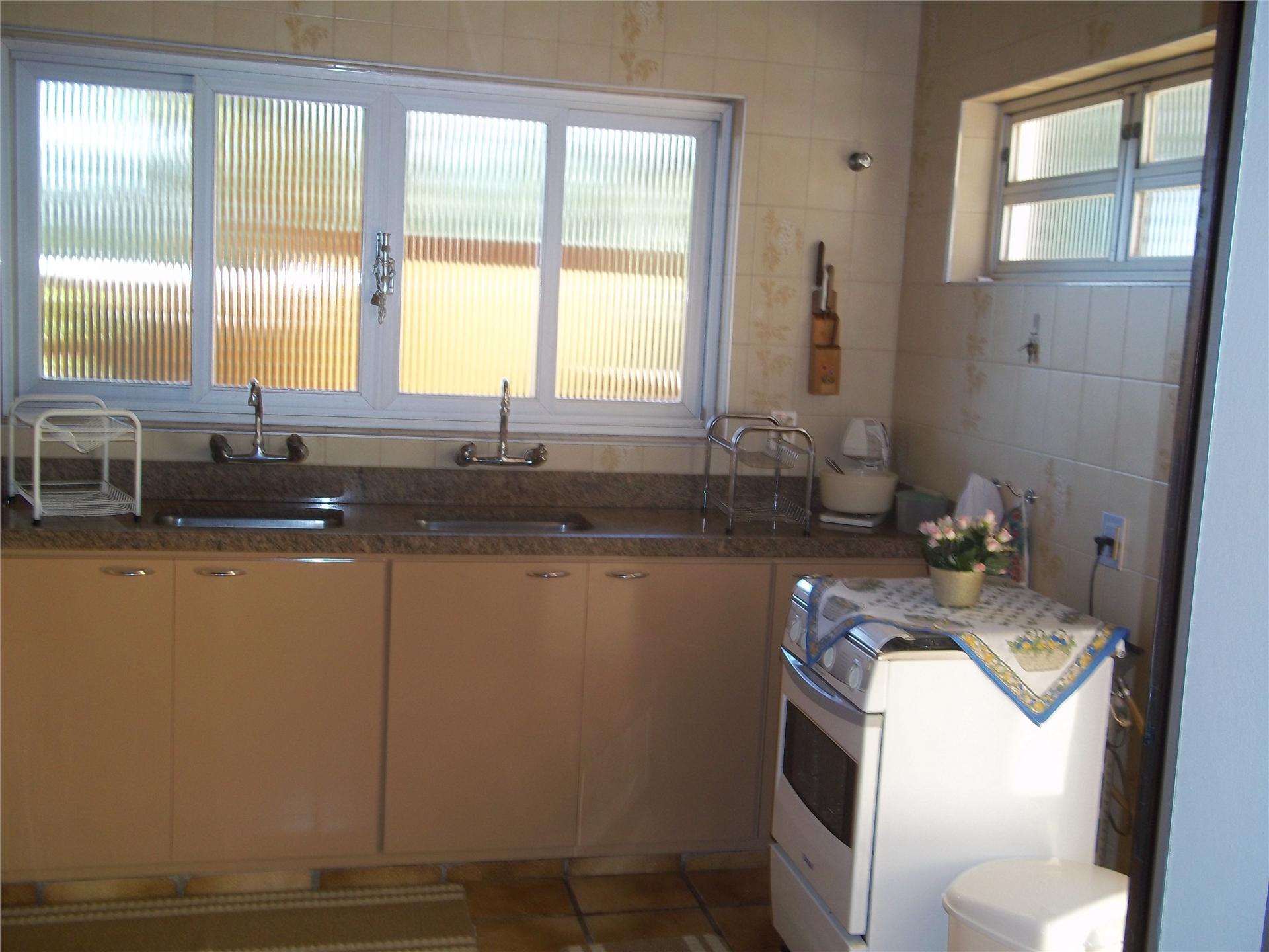 Casa de 4 dormitórios em Nova Suiça, Serra Negra - SP