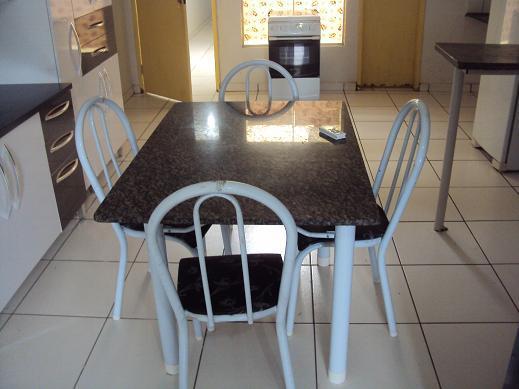 Kitnete no centro mobiliada com central de ar de Terra Brasil Imóveis.'