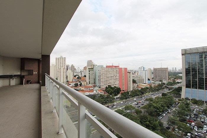 Lazer completo com quadra de tênis e vista para Ibirapuera