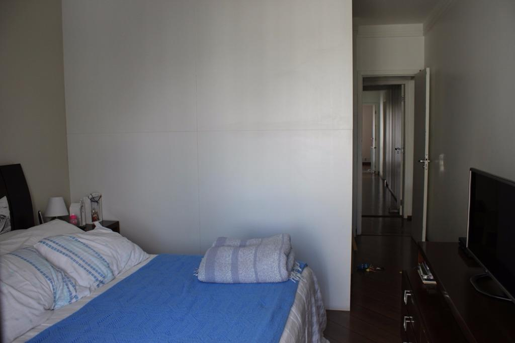150m2, 3 dormitórios e 2 vagas em Moema
