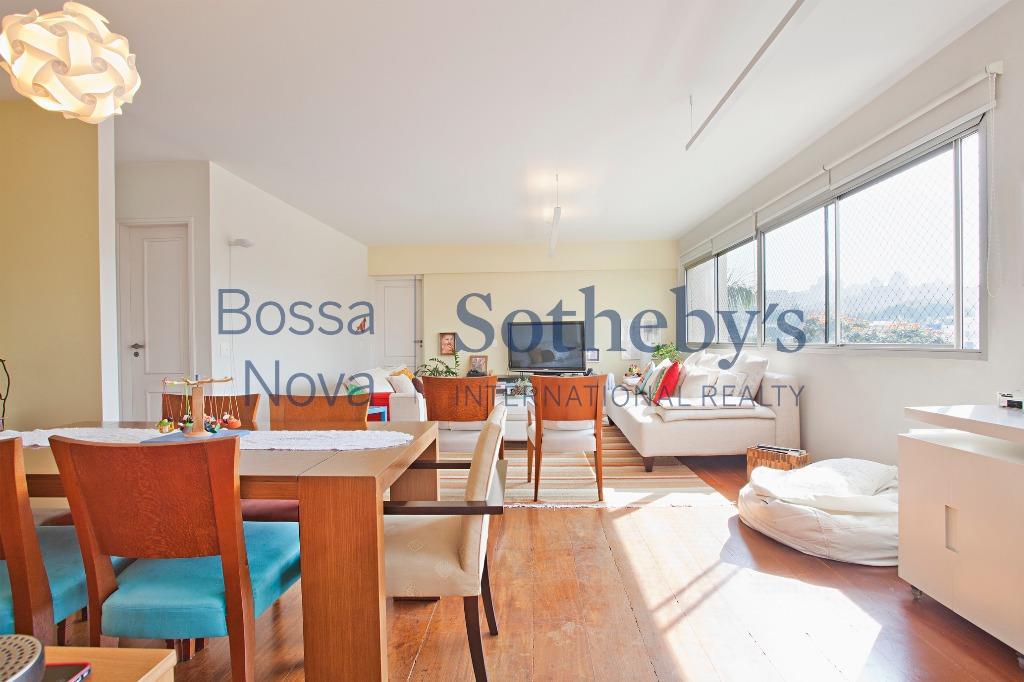 Ótima localização, apartamento totalmente reformado.