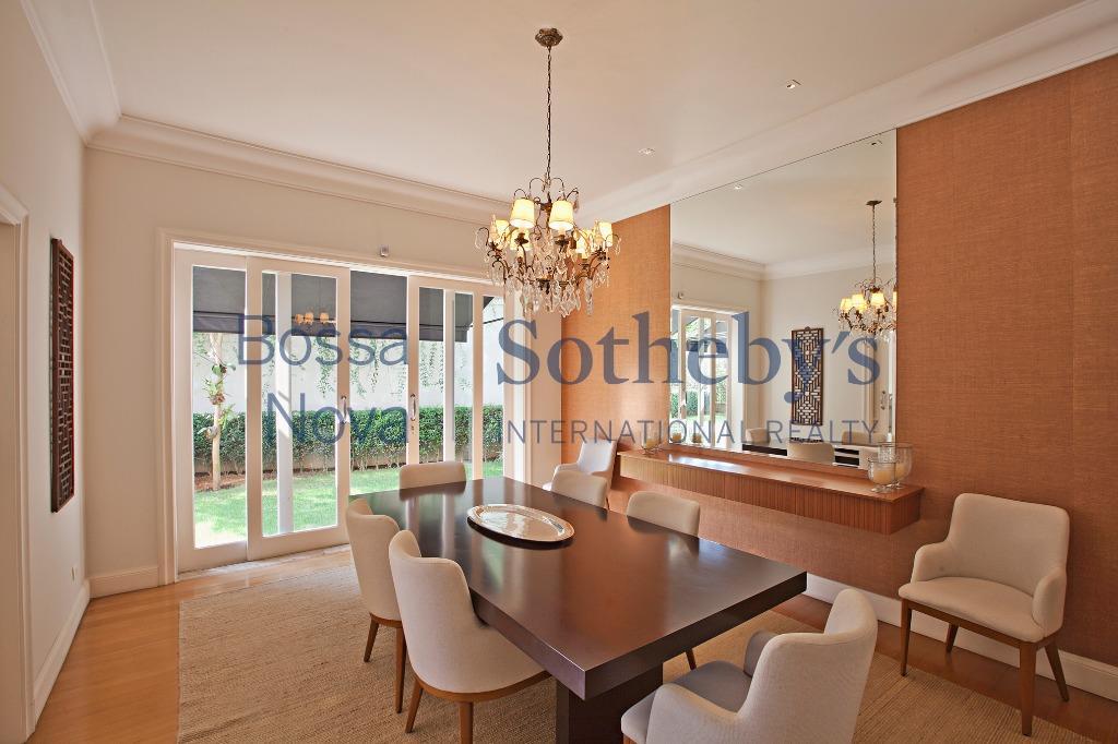 Casa elegante e moderna em excelente localização..