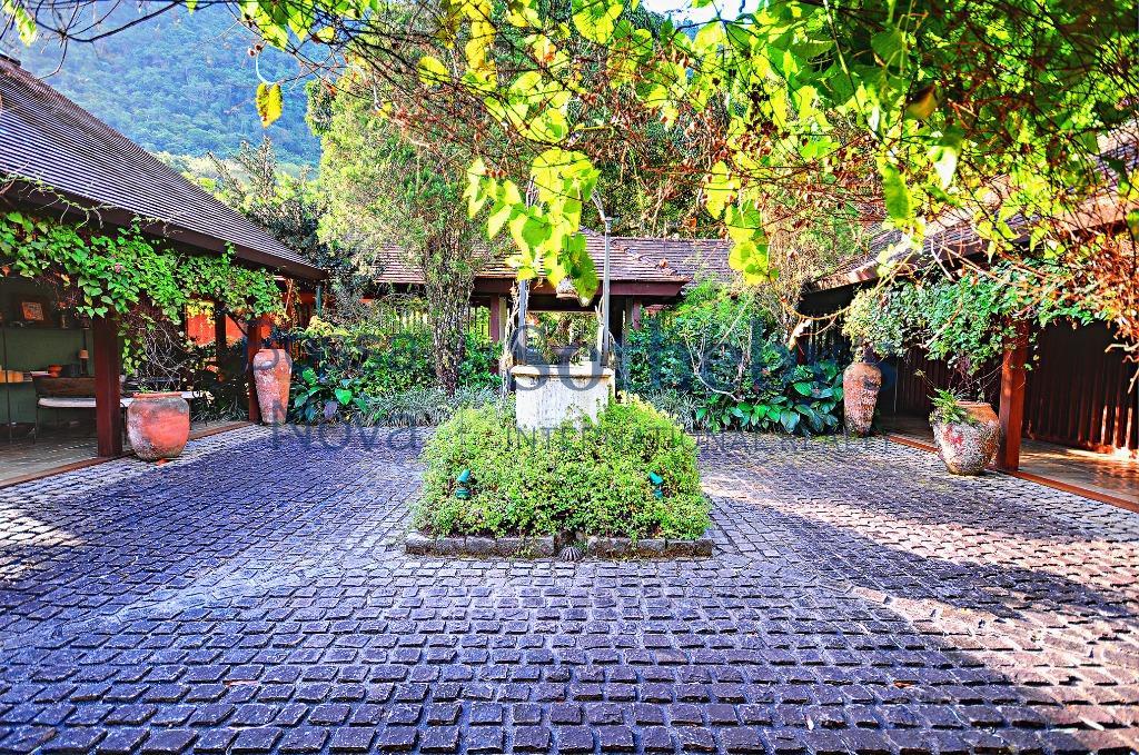 Casa deslumbrante em meio a natureza.