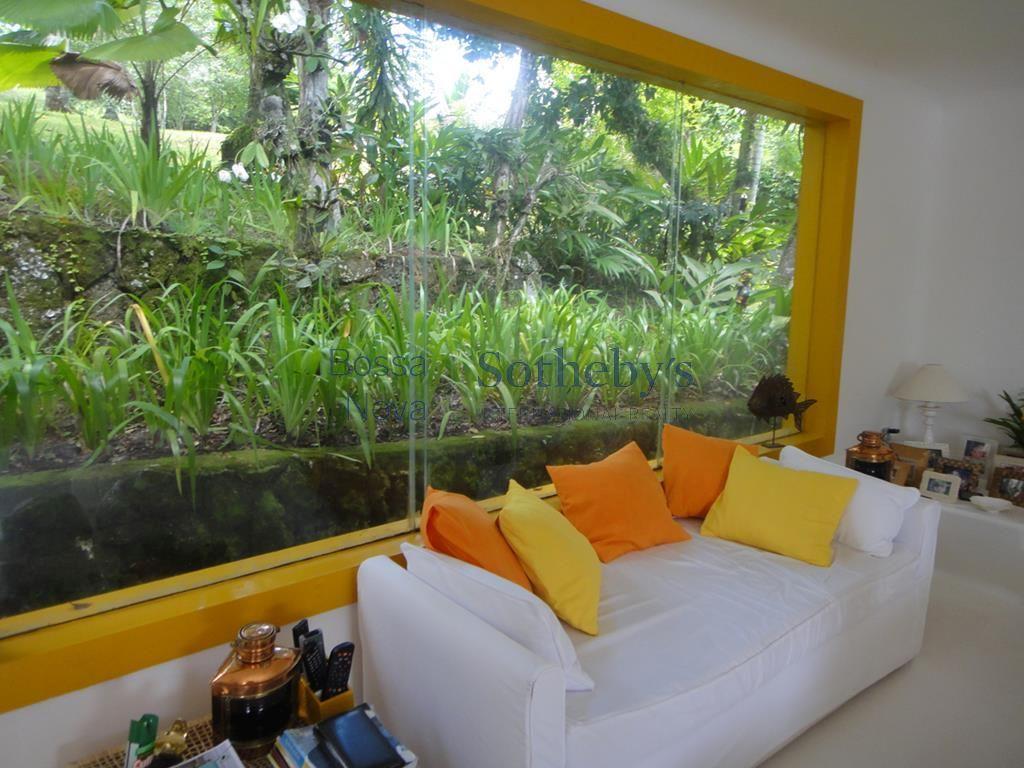 Charmosa casa em ilha para venda e locação.