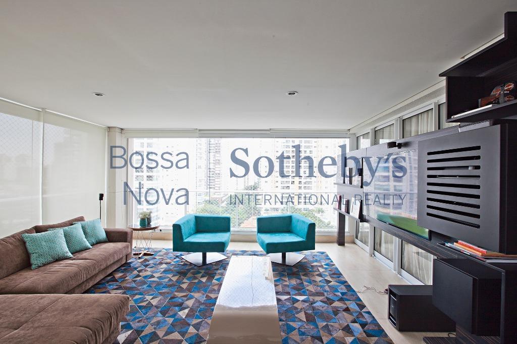 Apartamento  impecável, amplo e moderno no Campo Belo.