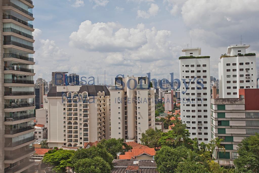 Reformado e perto da Praça Pereira Coutinho