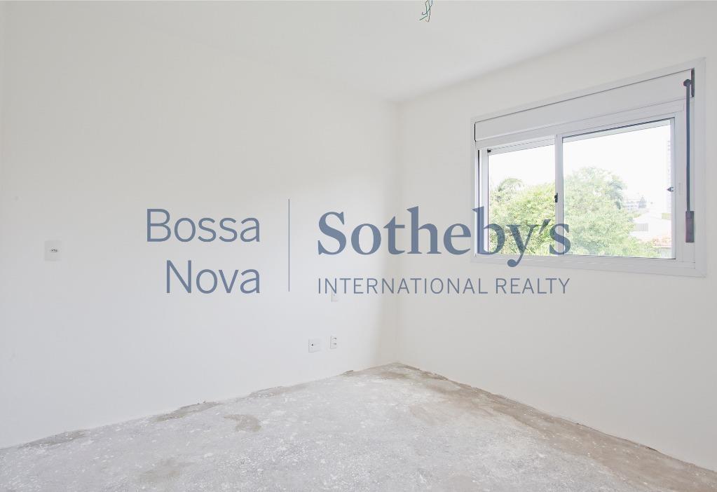 Casa de condomínio nova e sem acabamentos