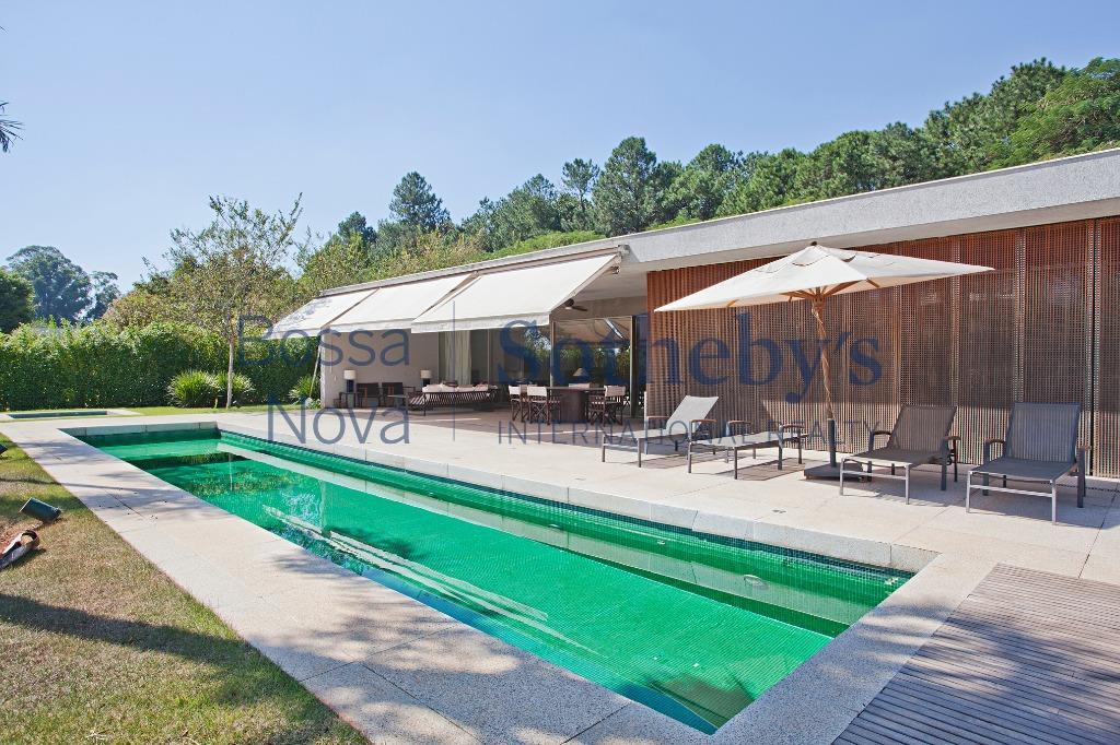 Convidativa casa com vista para o campo de golfe