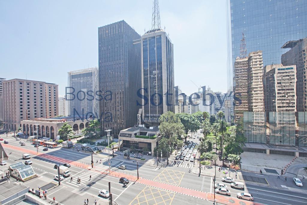 Em frente ao Shopping Cidade de S.Paulo,com jardim, piscina, apartamento amplo e claro                                        lo