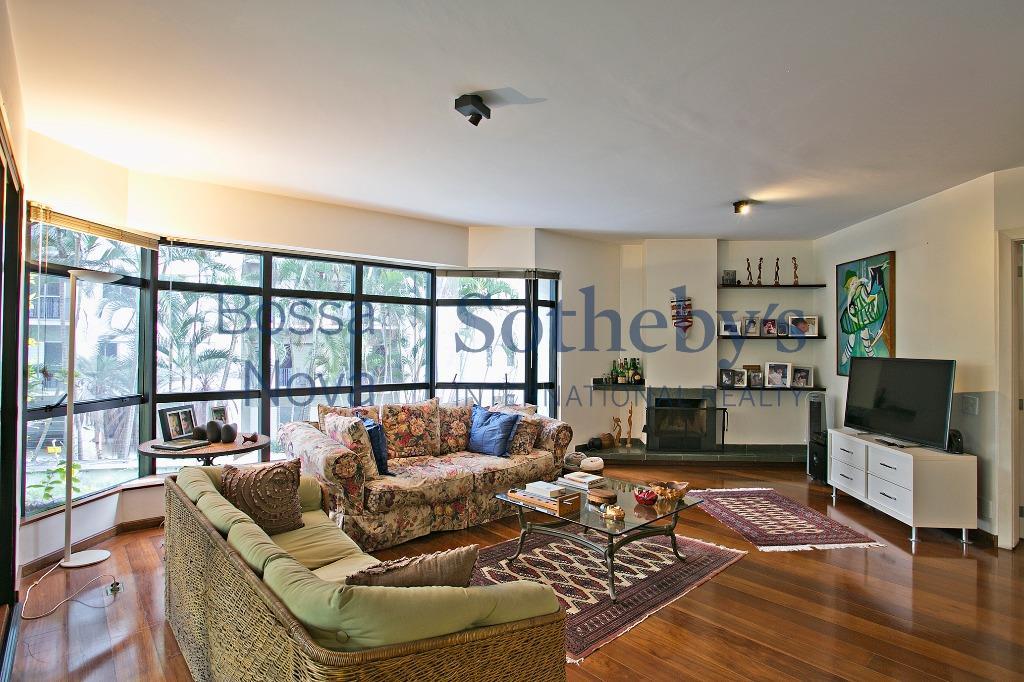 Agradável apartamento com terraço e jardim.