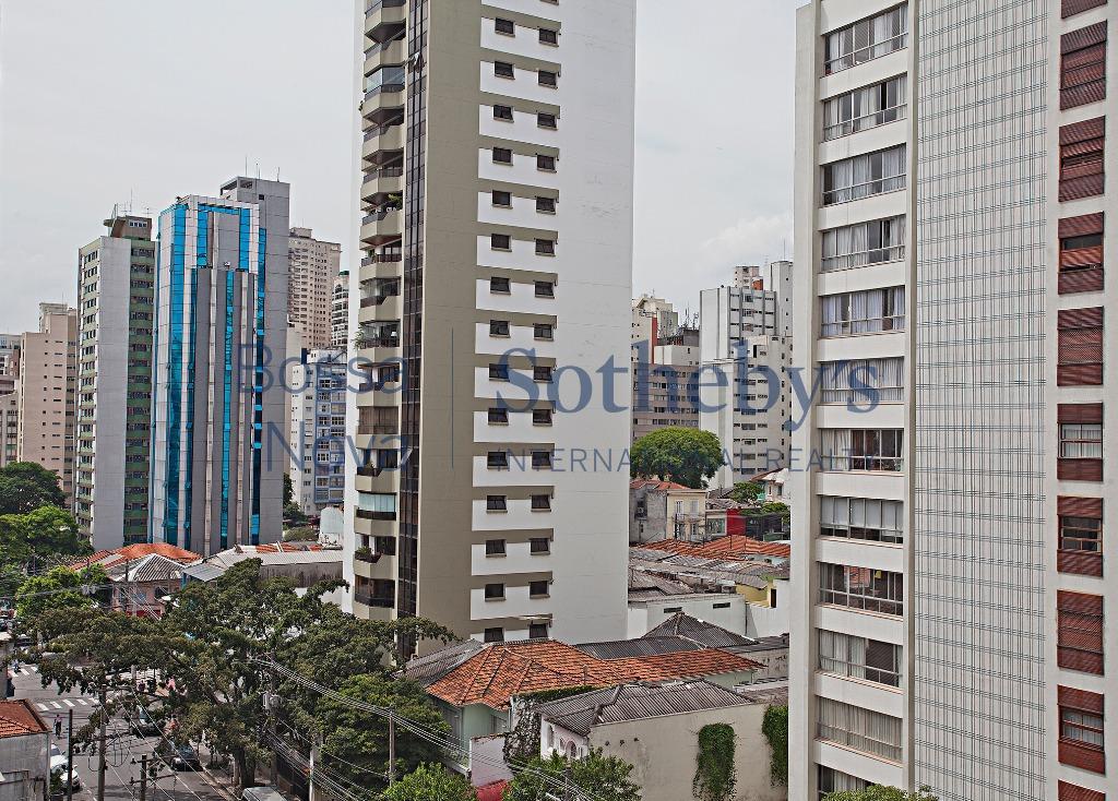 Apartamento amplo e estiloso em rua charmosa dos Jardins