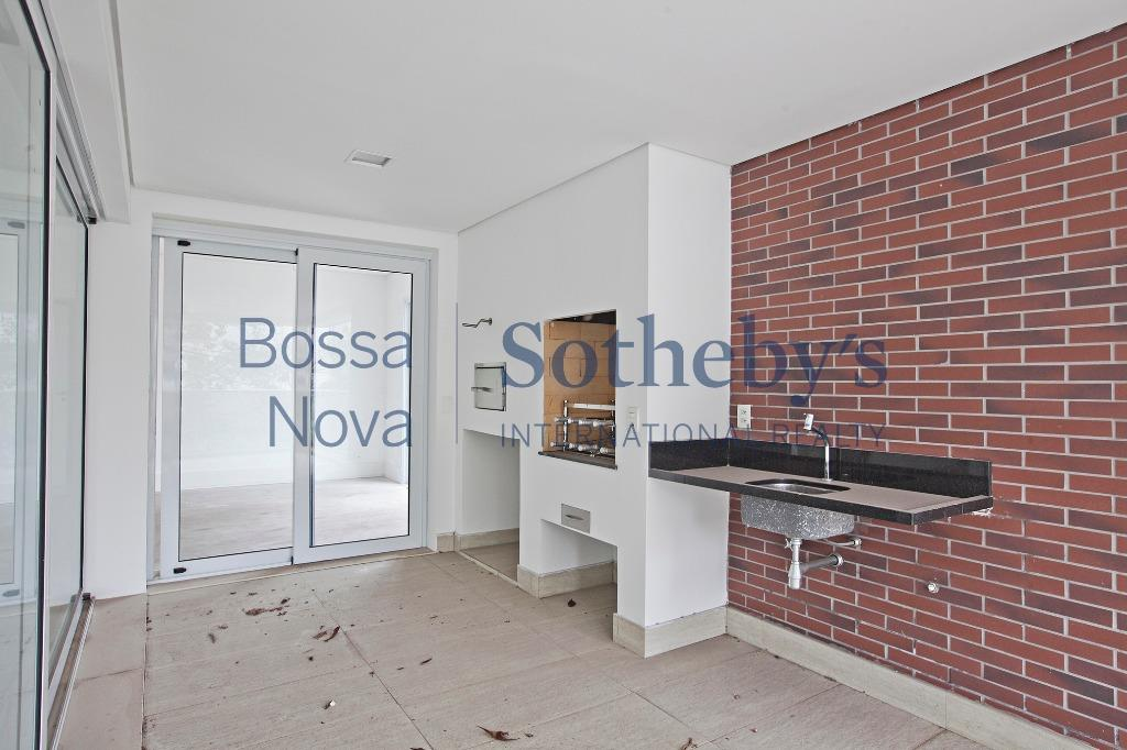 Apartamento novo, aceita permuta, lazer completo.