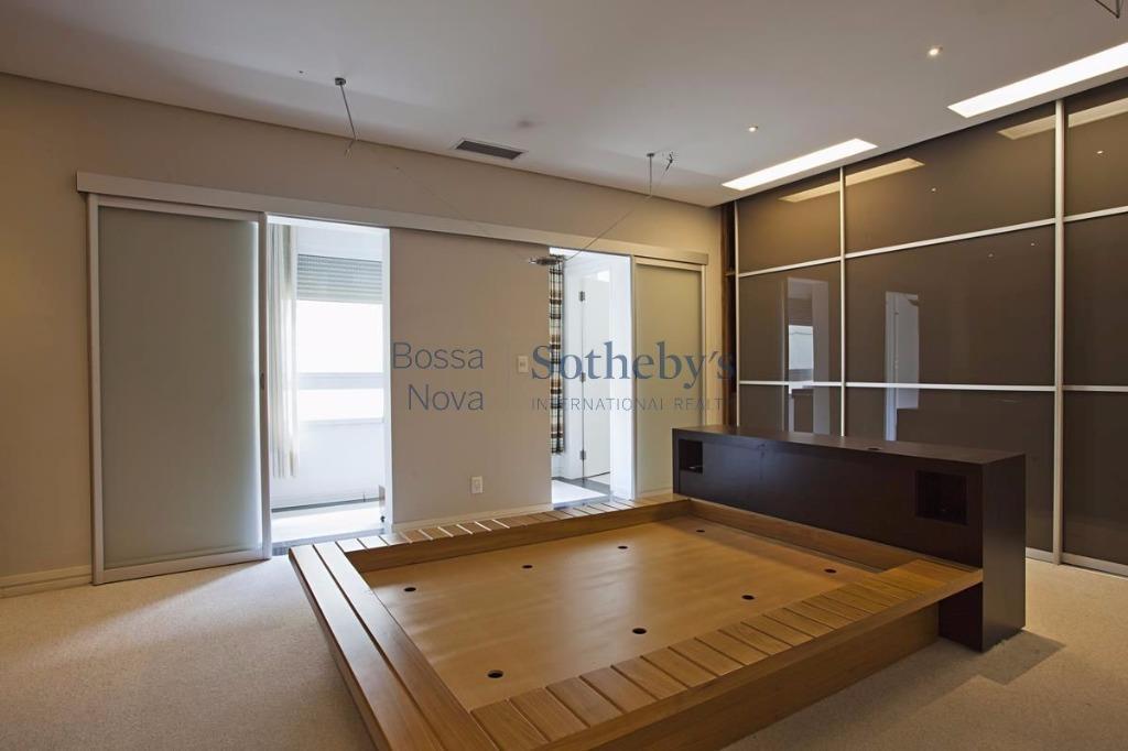 Casa de 4 dormitórios em Jardim Europa, São Paulo - SP
