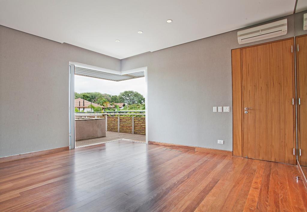 Casa com Arquiteura e localização espetacular