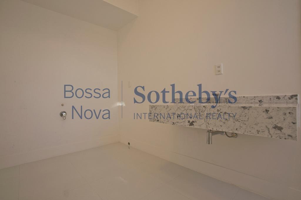 Apartamento reformado próximo a Avenida Paulista.