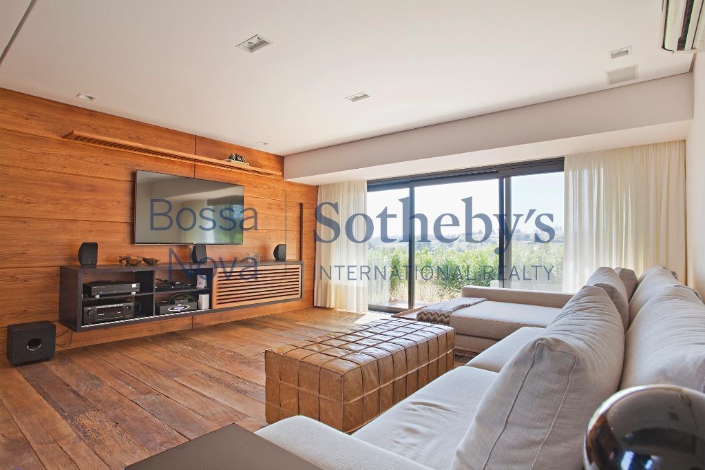 Convidativa residência de campo em sofisticado condomínio