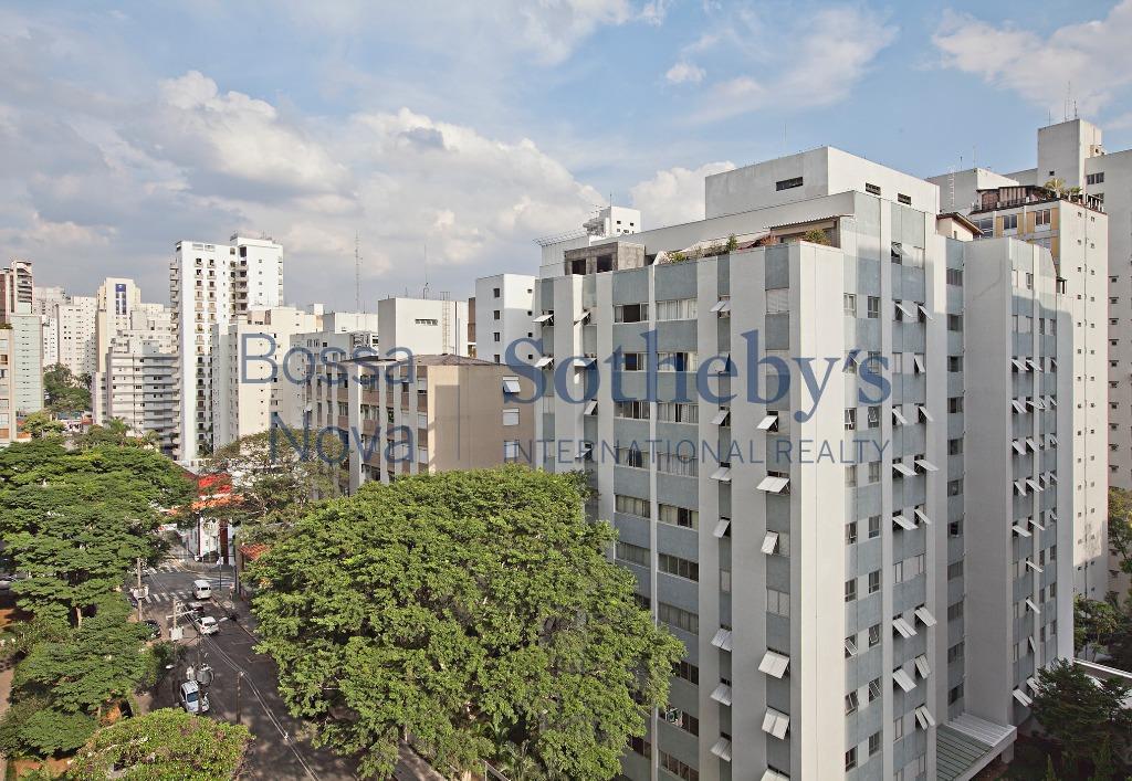 Perto da Paulista em rua arborizada!