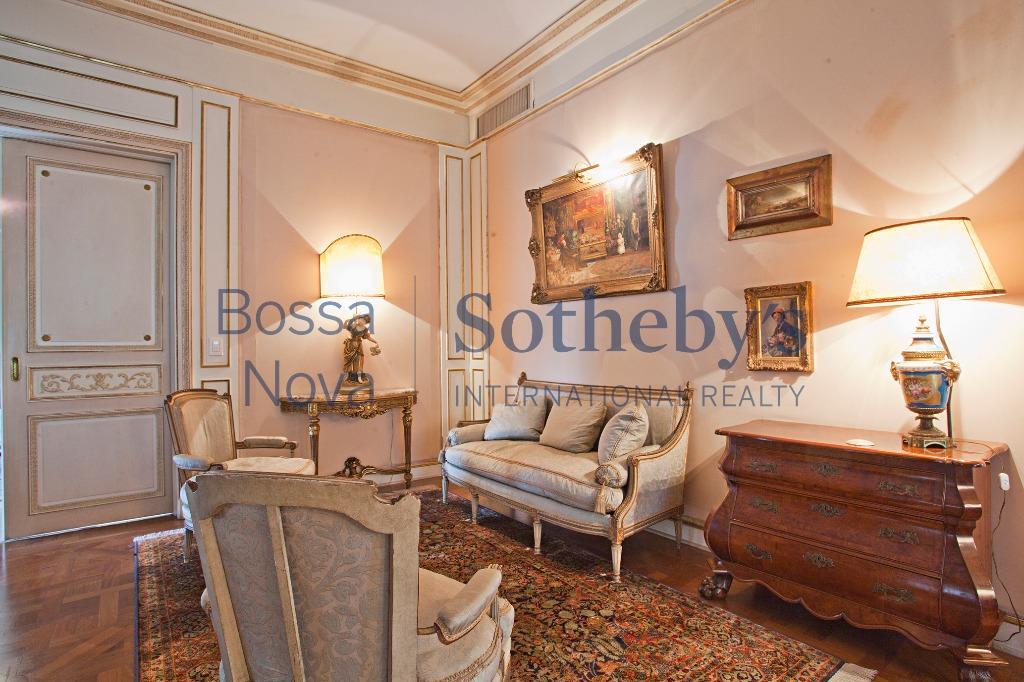 Suntuoso apartamento no Jardim Europa