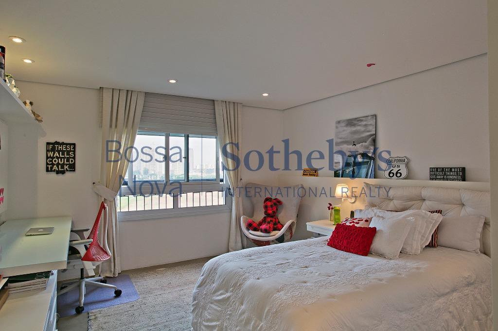 Apartamento reformado no Condomínio Villa Monteverde.