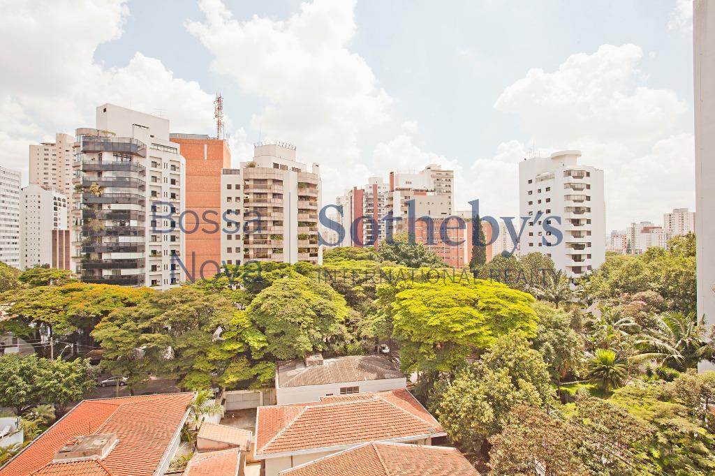 Apartamento com ótima planta, no melhor do Campo Belo.