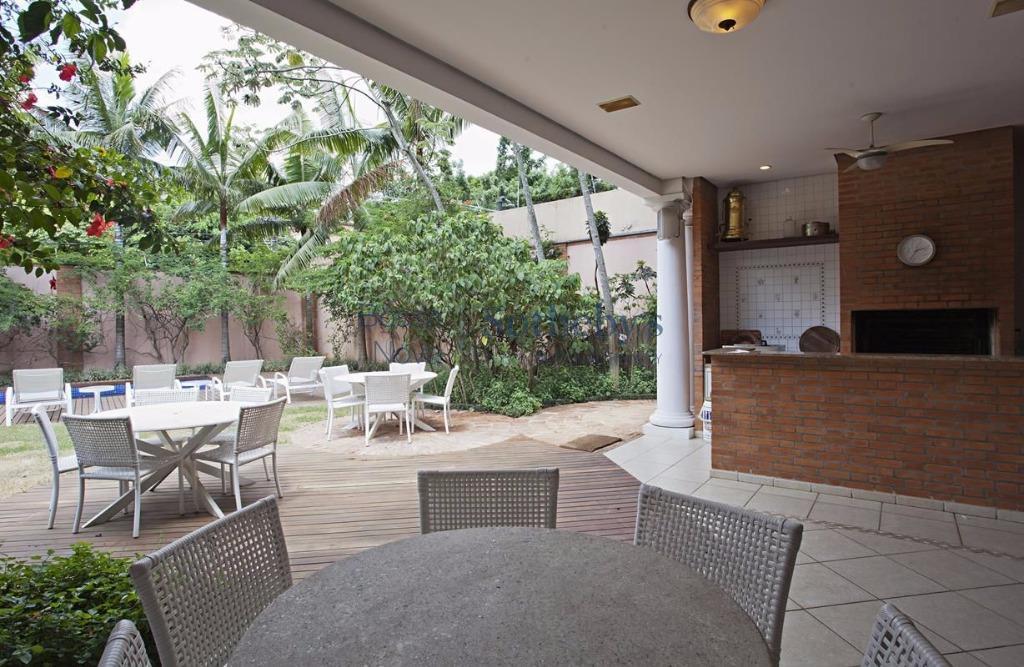 879 m² projetados por Iracema Nakagima