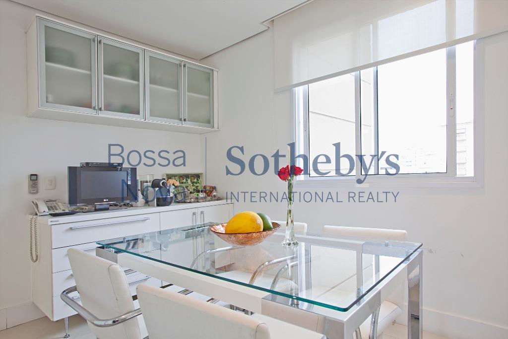 Apartamento com projeto impecável, andar alto, prédio novo, próx.ao parque do Ibirapuera.