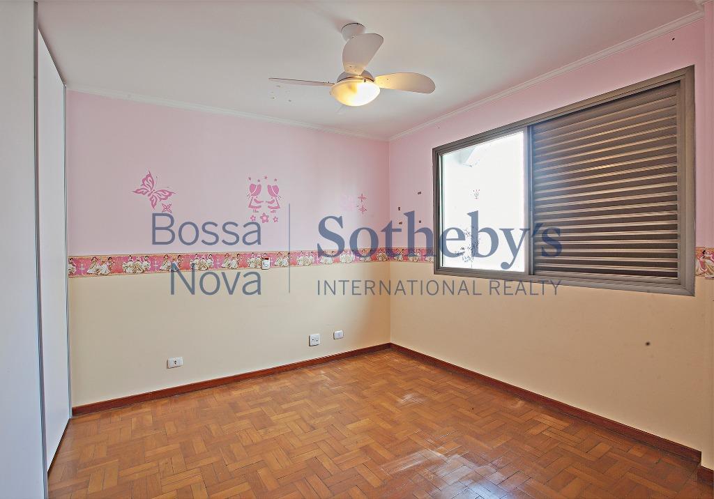 Amplo apartamento Campo Belo