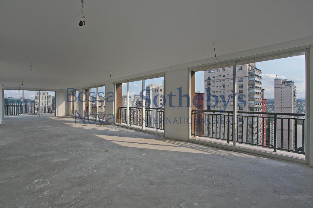 Triplex no Jardim Paulistano com 4 suítes