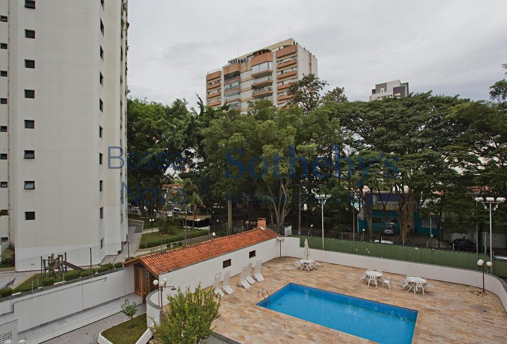 Apartamento totalmente reformado no Campo Belo!!!