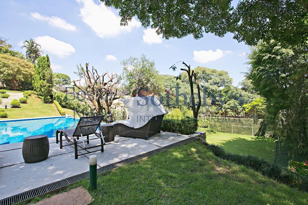Magnifica mansão o Jardim Guedala,projeto Otávio Pires. Ótima localização.