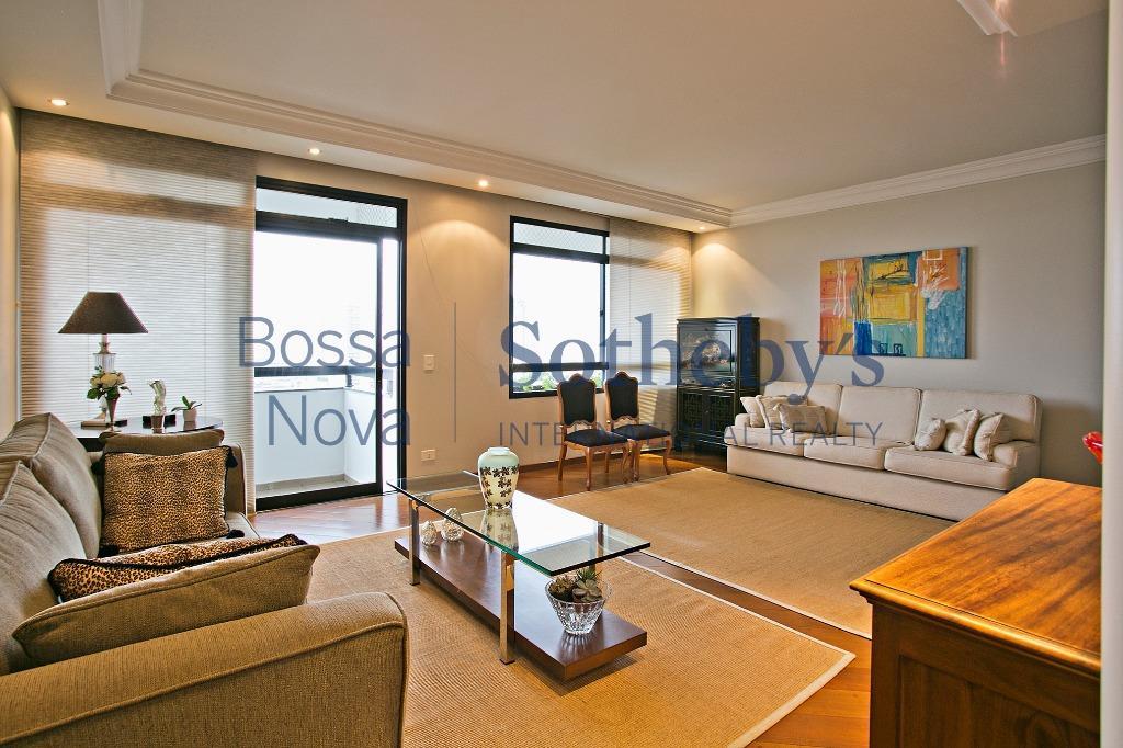 Amplo apartamento com vista privilegiada