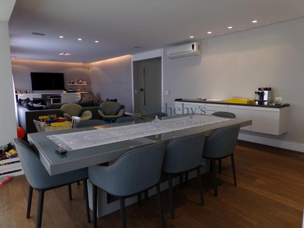 Apartamento moderno e bem decorado com terraço gourmet em condomínio clube