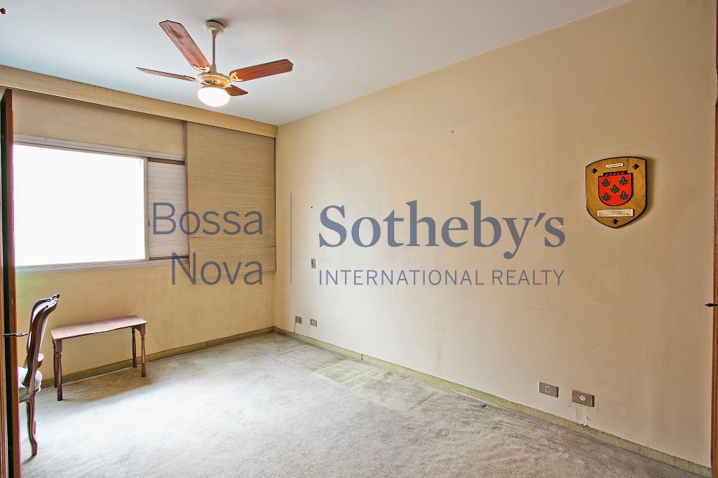 Apartamento com grande potencial bem localizado.