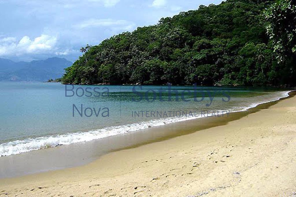 Casa em praia privativa de frente para o mar.
