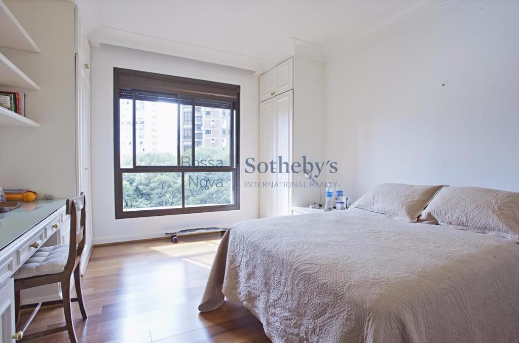 Apartamento Duplex de 4 dormitórios em Real Parque, São Paulo - SP