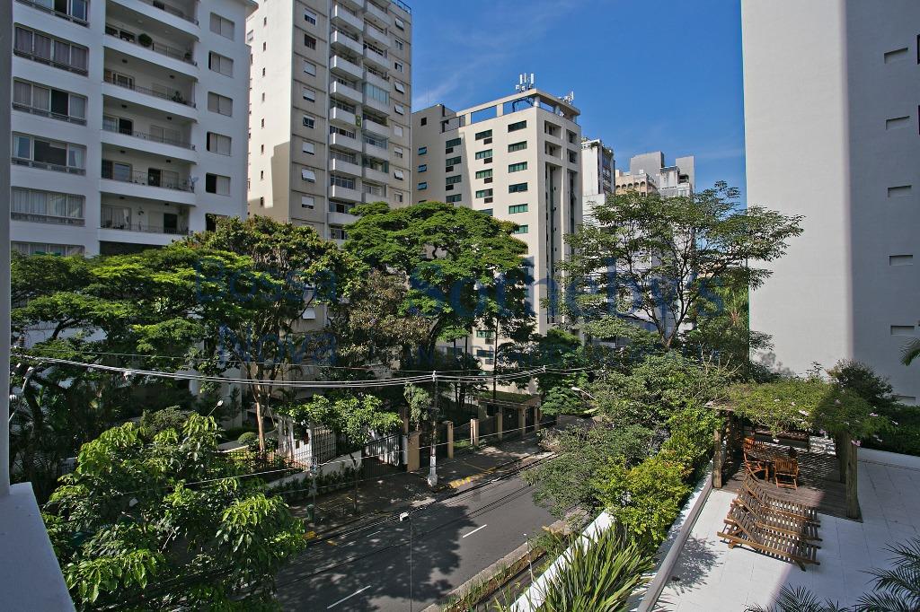 Apartamento amplo, reformado e em ótima localização no Jardim Paulista
