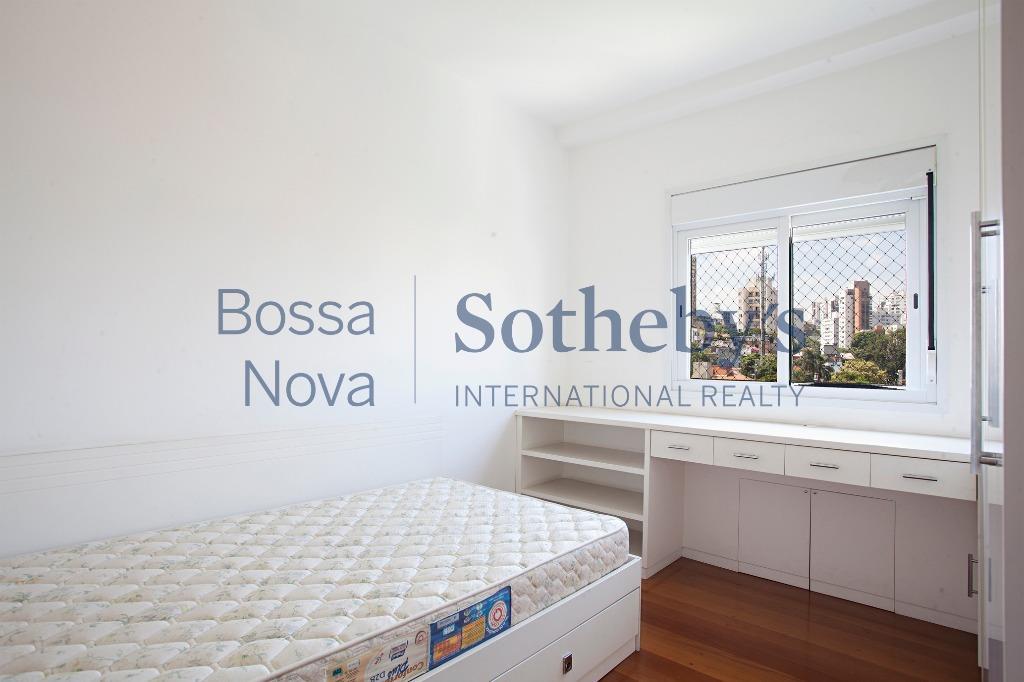 Apartamento com linda vista próximo a Praça das Corujas.