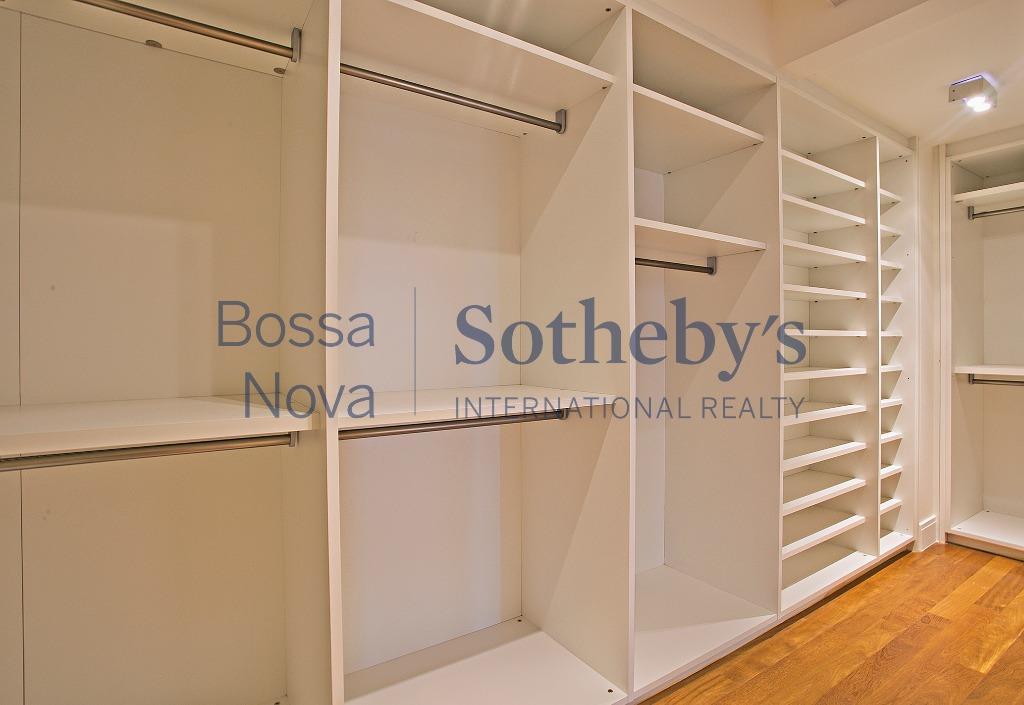 Apartamento pronto para morar em edifício novo com Quadra de Tênis entre Faria Lima e Parque do Povo.