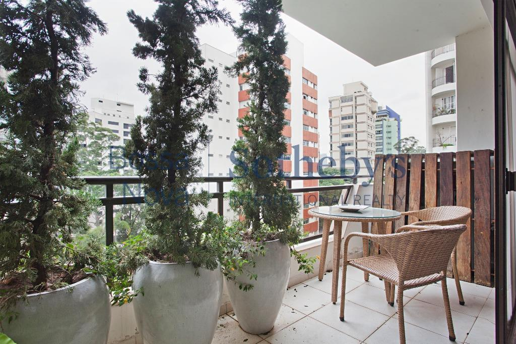 Amplo apartamento em excelente localização do bairro.
