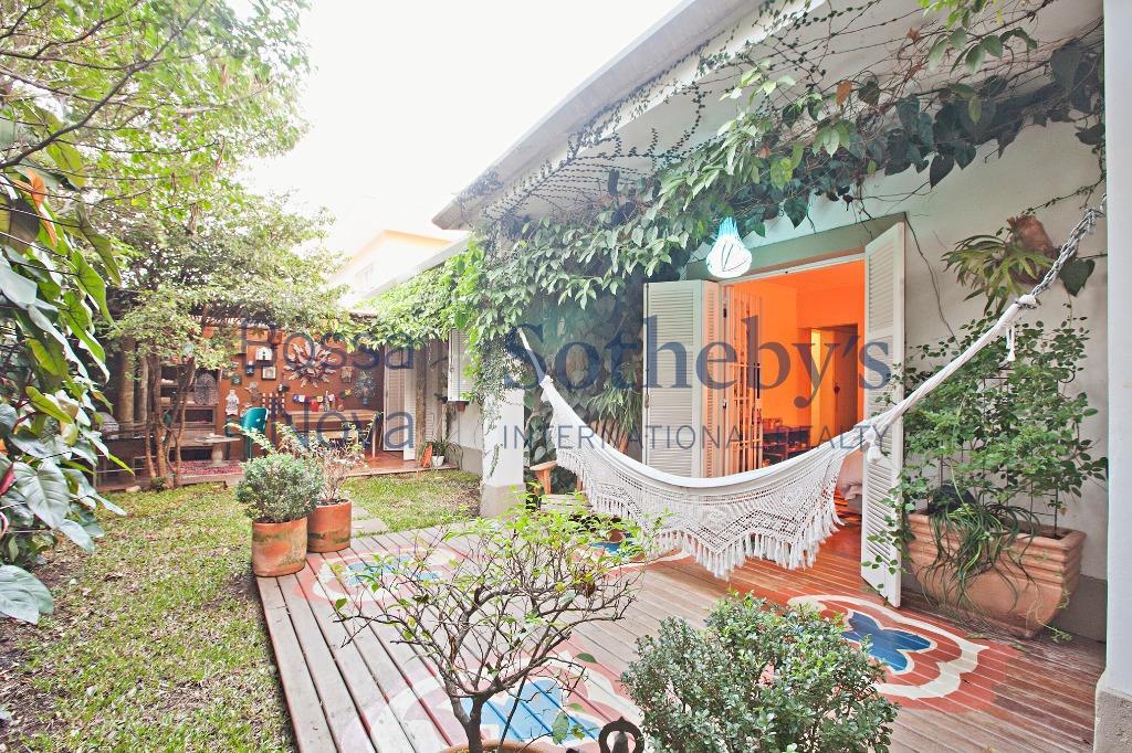 Charmosa casa terrea , reformada e modernizada !!