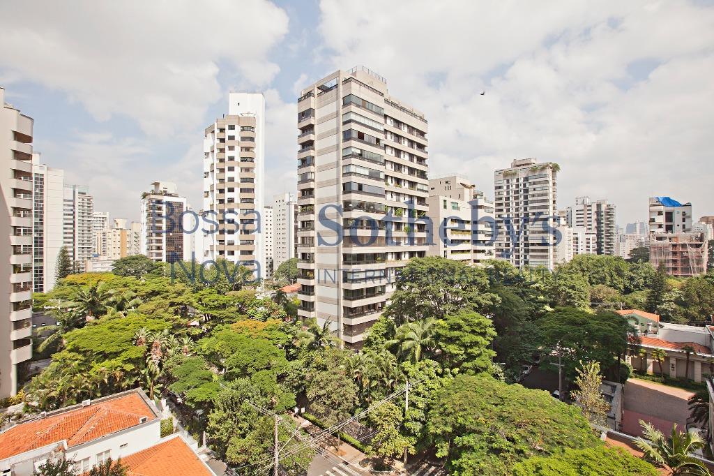 Ao lado da Praça Pereira Coutinho, área mais nobre de São Paulo!
