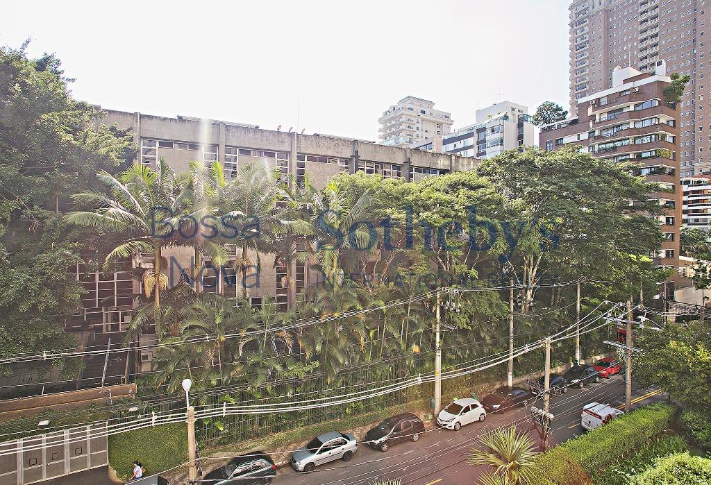 Apartamento em ótima localização próximo ao Clube Pinheiros