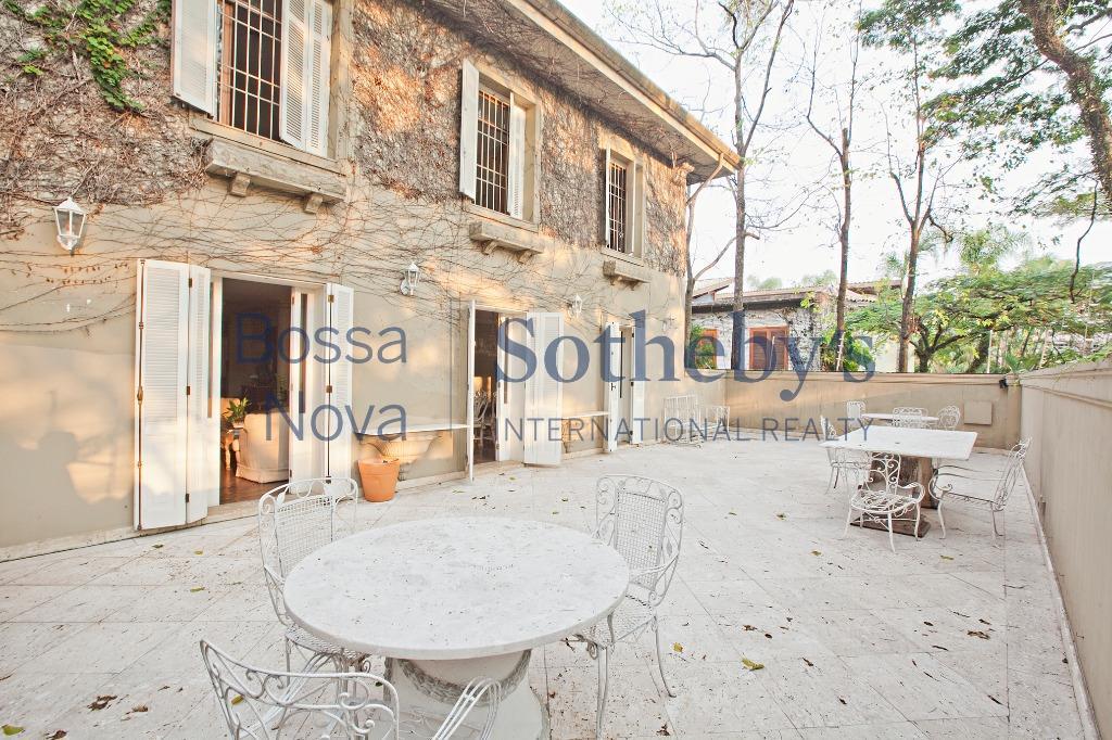 Linda casa em estilo provençal com excelente peço e ótima localização no Jardim Guedala