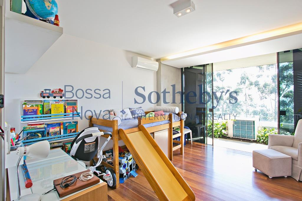 Excelente apartamento, em ótima localização e vista permanente.