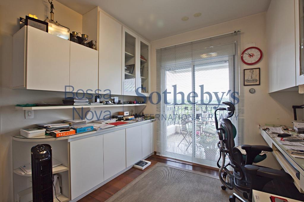 Apartamento em elegante condomínio.
